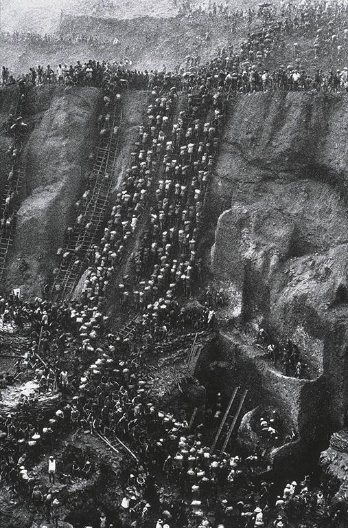 Sebastiao Salgado; Gold, Serra Pelada, Brazil; 1986; photograph