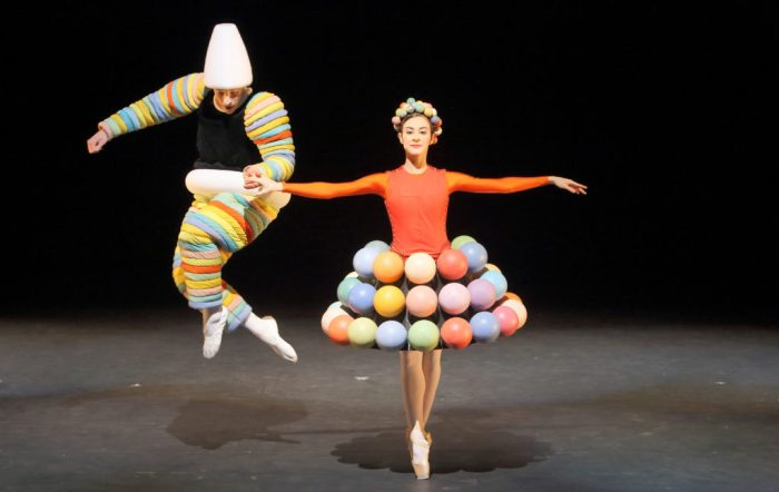 10-das-triadische-ballett_rosa-reihe_sebastian-goffin-marta-navarrete-villalba_wilfried-hosl_25949731277_o-1024x648